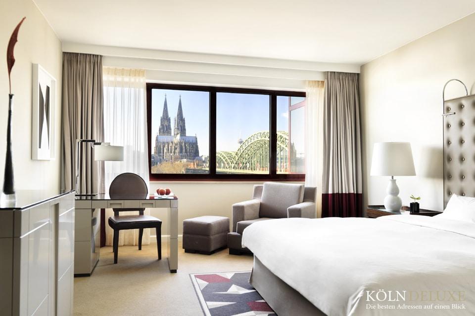 Kölner Dom - Rheinblickzimmer aus dem Hyatt Regency Luxushotel in Köln