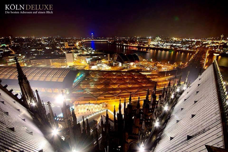 Aussichtspunkt vom Kölner Dom auf den Rhein und Hauptbahnhof