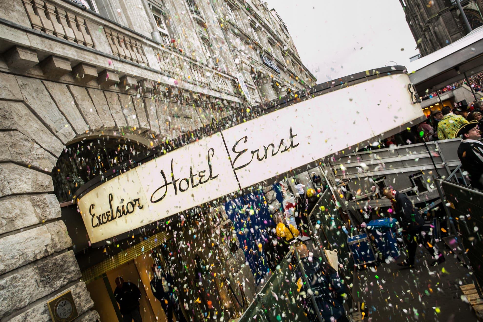 Rosenmontagstribüne von Excelsior Hotel Ernst