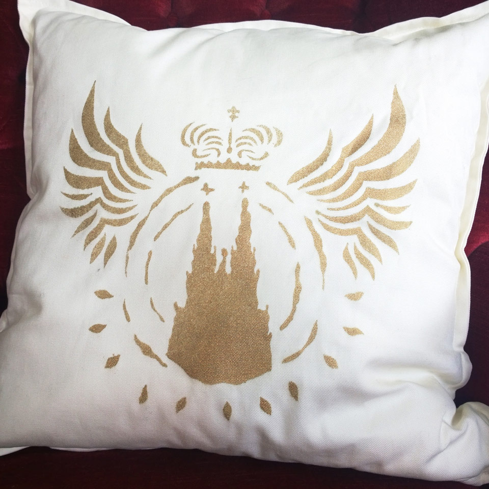 dom kissen deluxe weiss gold gefl gelt k ln deluxe die regionale werbeplattform. Black Bedroom Furniture Sets. Home Design Ideas