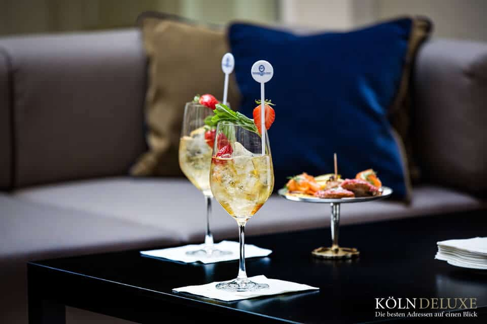 Die Excelsior Hotel Ernst Oase - Innenhof Sommer-Lounge