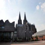 Museum Ludwig mit Kölner Dom in Köln