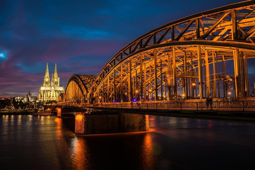 Hohenzollernbruecke-nachts
