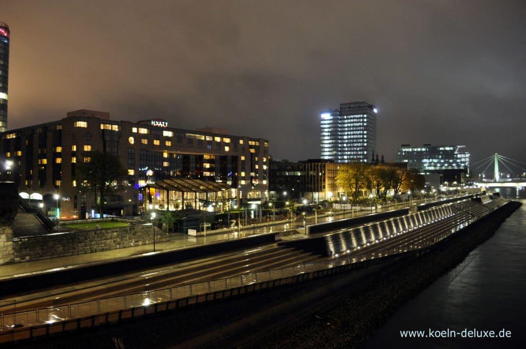 Rheinboulevard Nachts