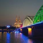 Die Hohenzollernbrücke mit dem Kölnder Dom Nachts