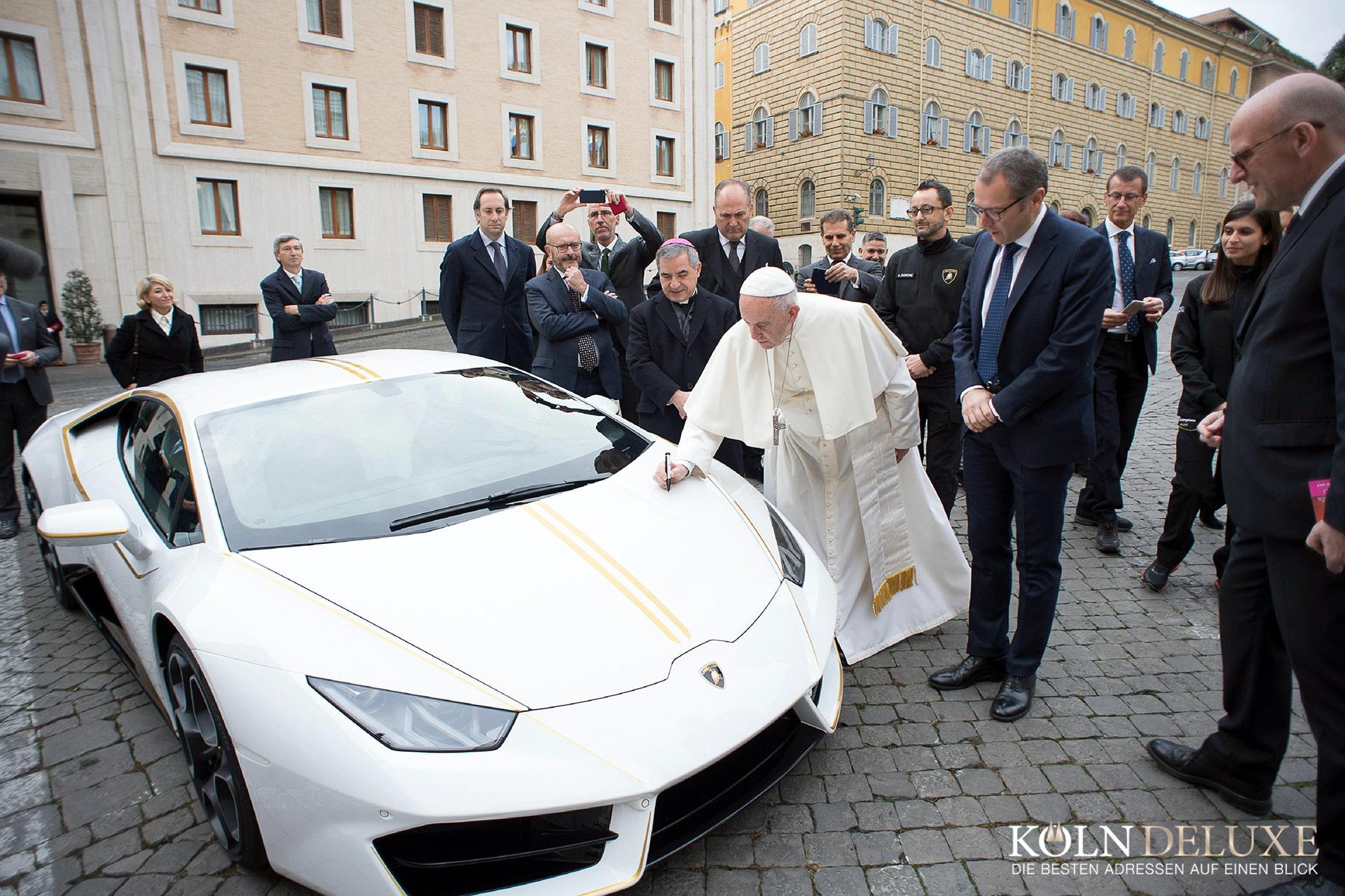Lamborghini von Papst Franziskus für wohltätigen Zweck versteigert