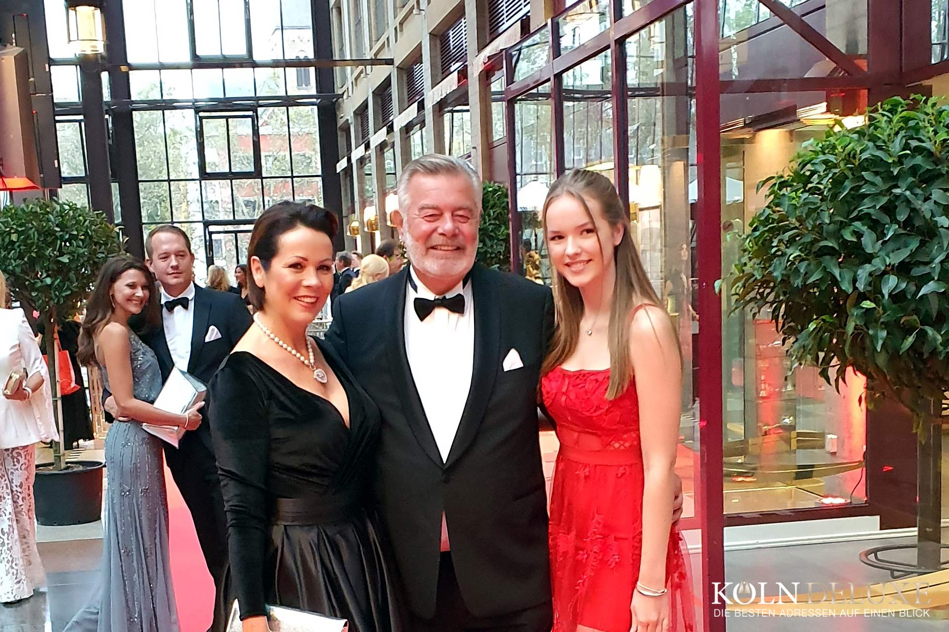 KölnBall 2019 - Harry Wijnvoord mit Begleitung © Köln Deluxe | Paul Schütte