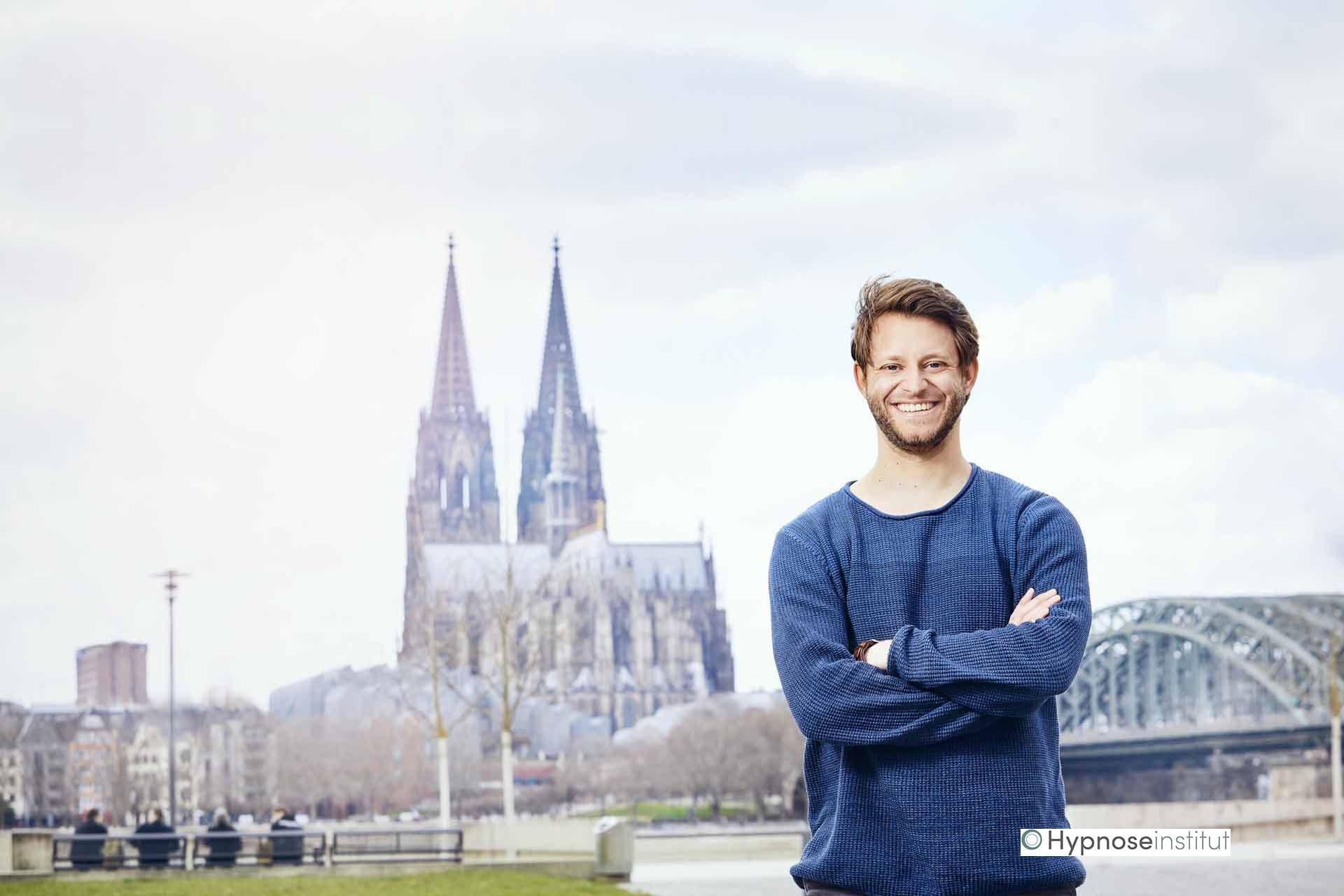 Simon Brocher ergänzt das Team des Hypnoseinstituts in Köln
