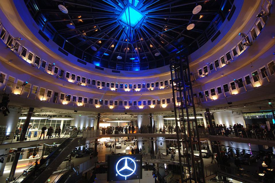 Das Mercedes-Benz Center Köln Innen